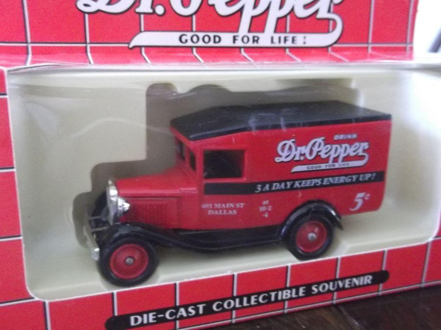 DG13062, Model A Ford Van, Dr Pepper