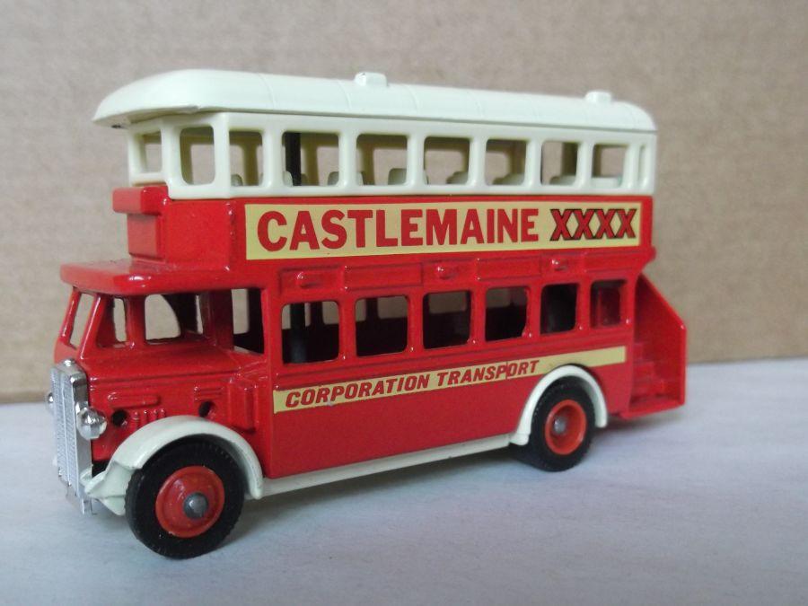 DG15002, AEC Regent Bus, Castlemaine XXXX