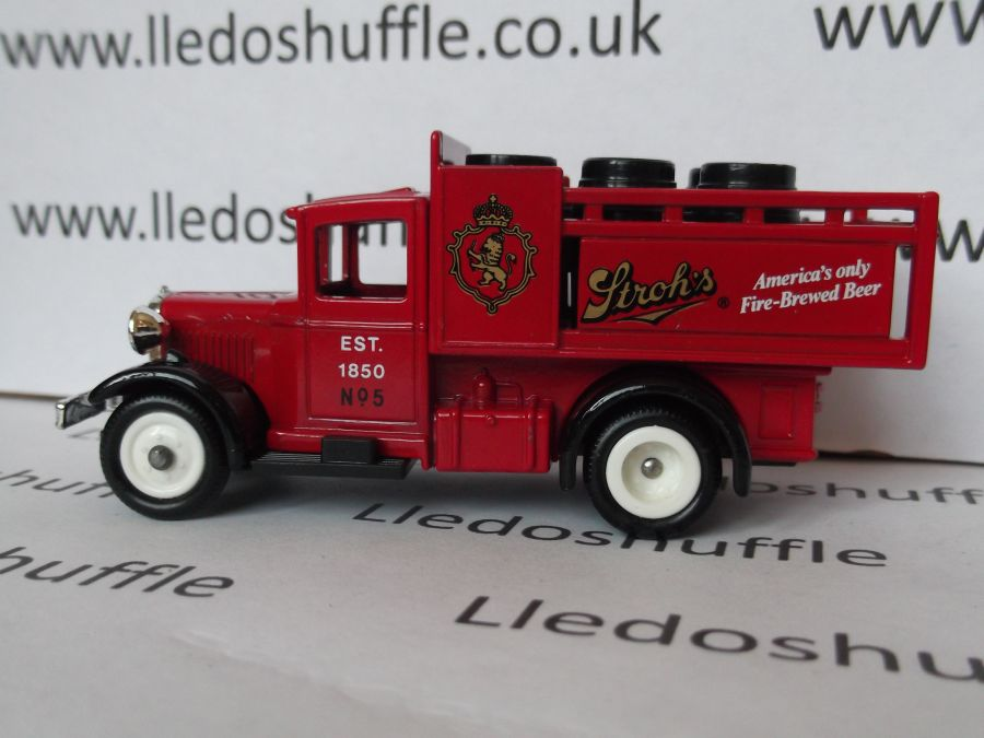 DG20002, Ford Stake Truck, Strohs Beer