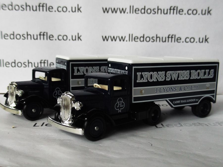 DG67002, Ford Articulated Truck, Lyons Swiss Rolls