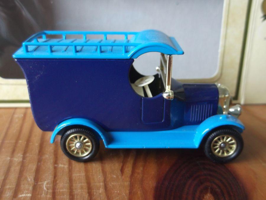 Code 3, LP50, Bull Nose Morris, 2 tone blue colour sample