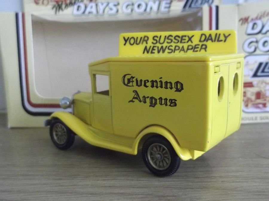 Code 3, DG13, Sussex Evening Argus in Yellow