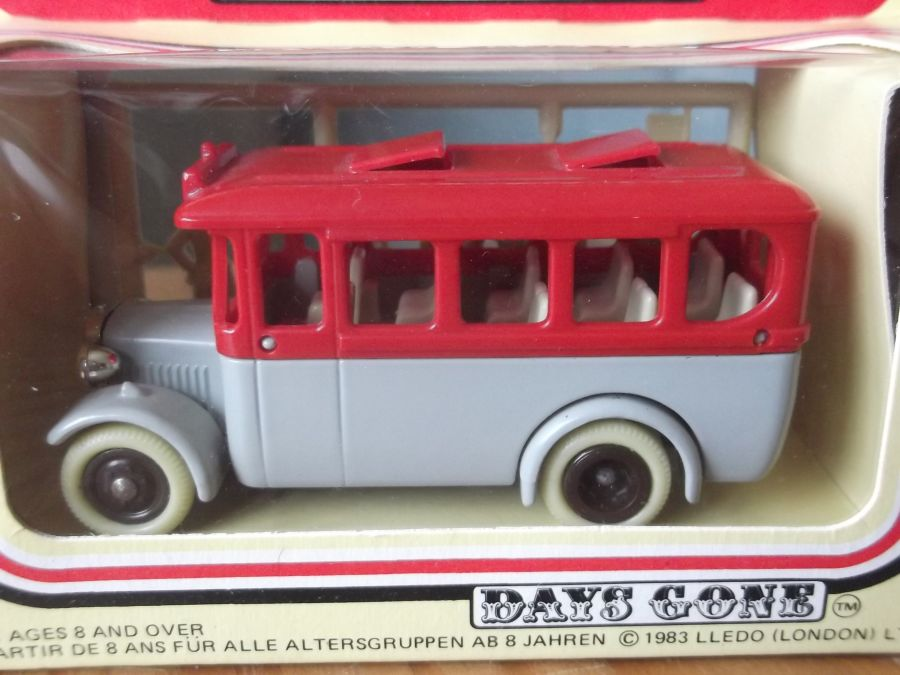 DG10a, Dennis Coach, The Grey Series