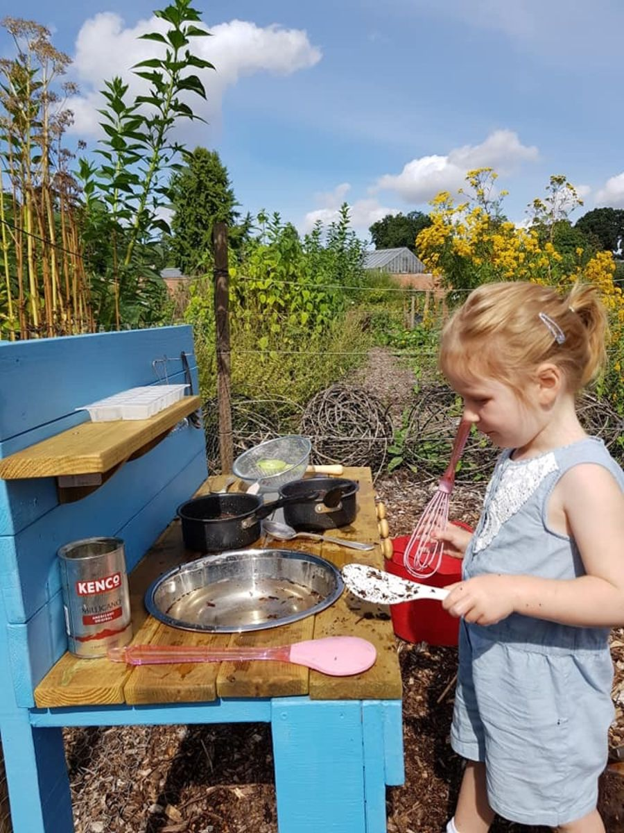 Ladybird Mud Kitchen in Forget-Me-Not Blue - Bee Muddy Mud Kitchens