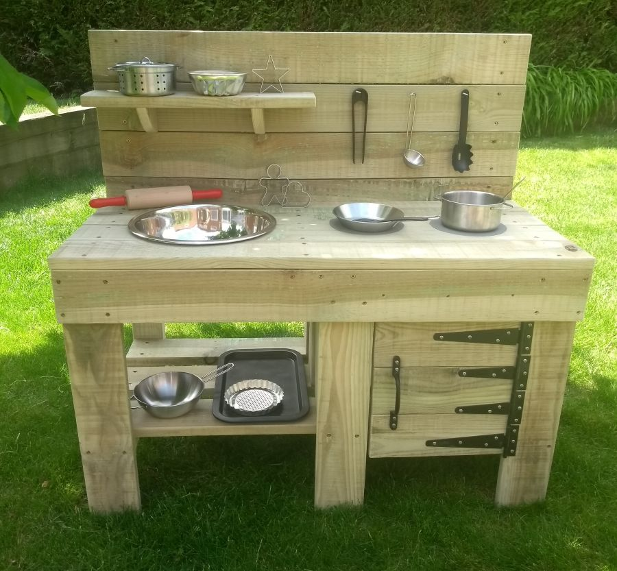 Ladybird Mud Kitchen in Natural with oven