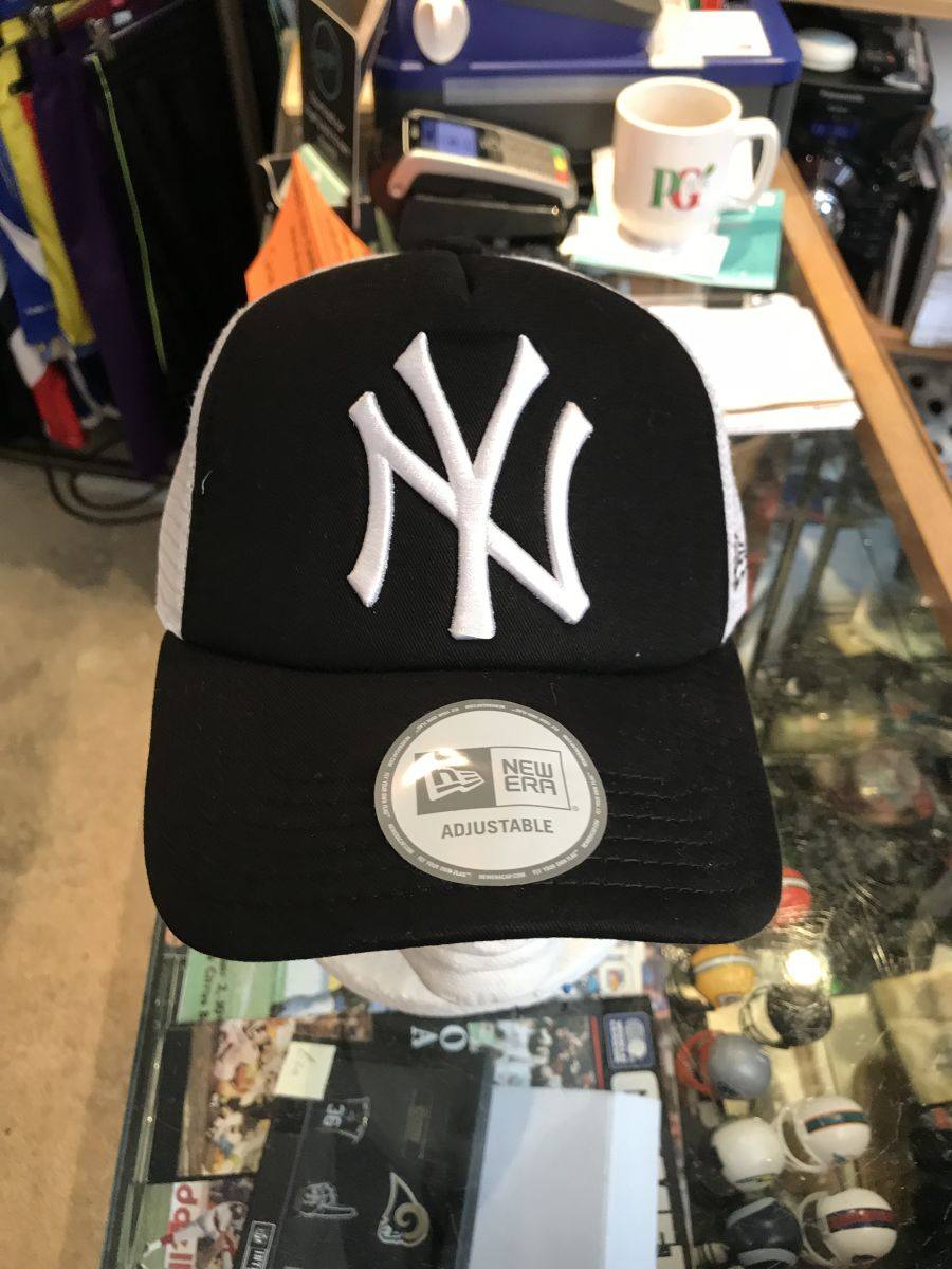 New York Yankees trucker cap