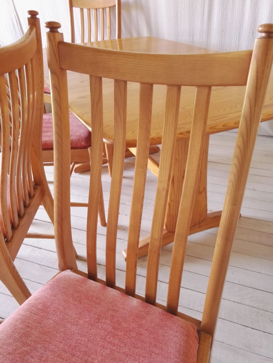 Ercol Windsor medium extending dining table & 4 Penn Classic dining chairs