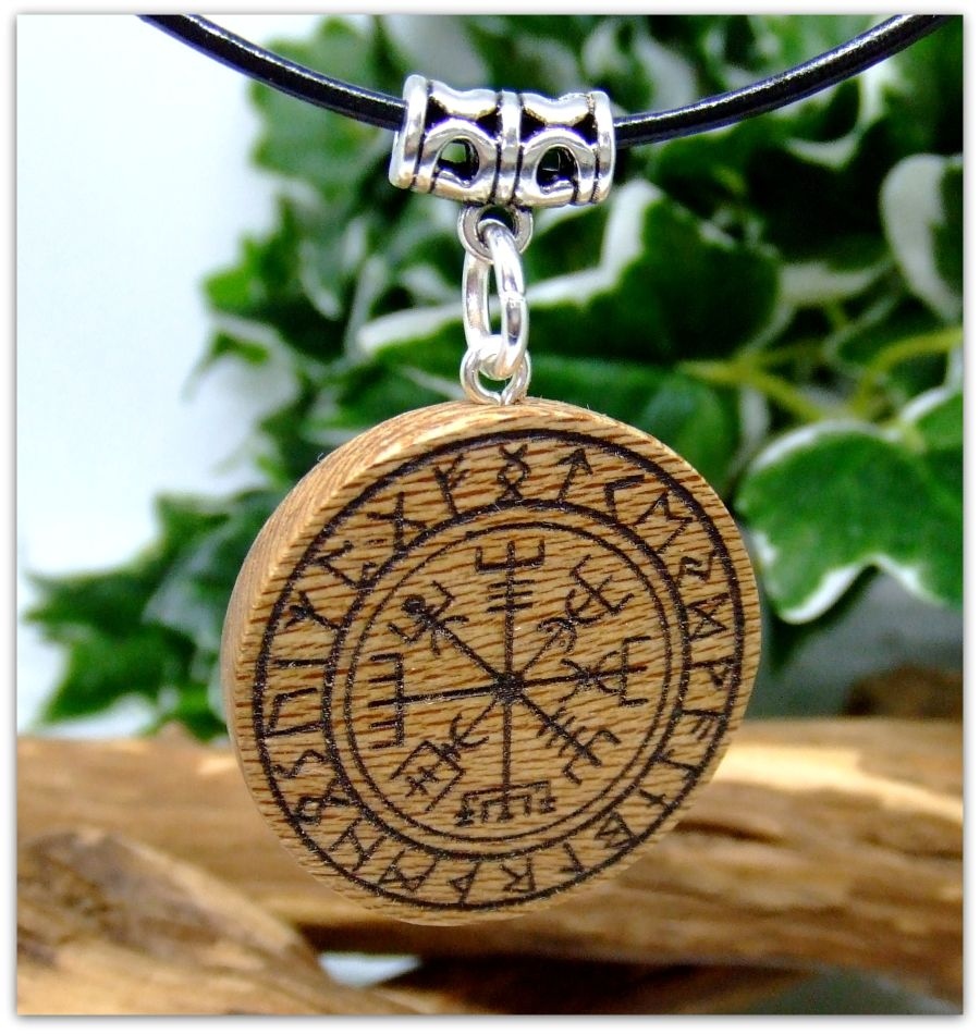 Vegvisir Pendant Necklace in London Plane wood Norse