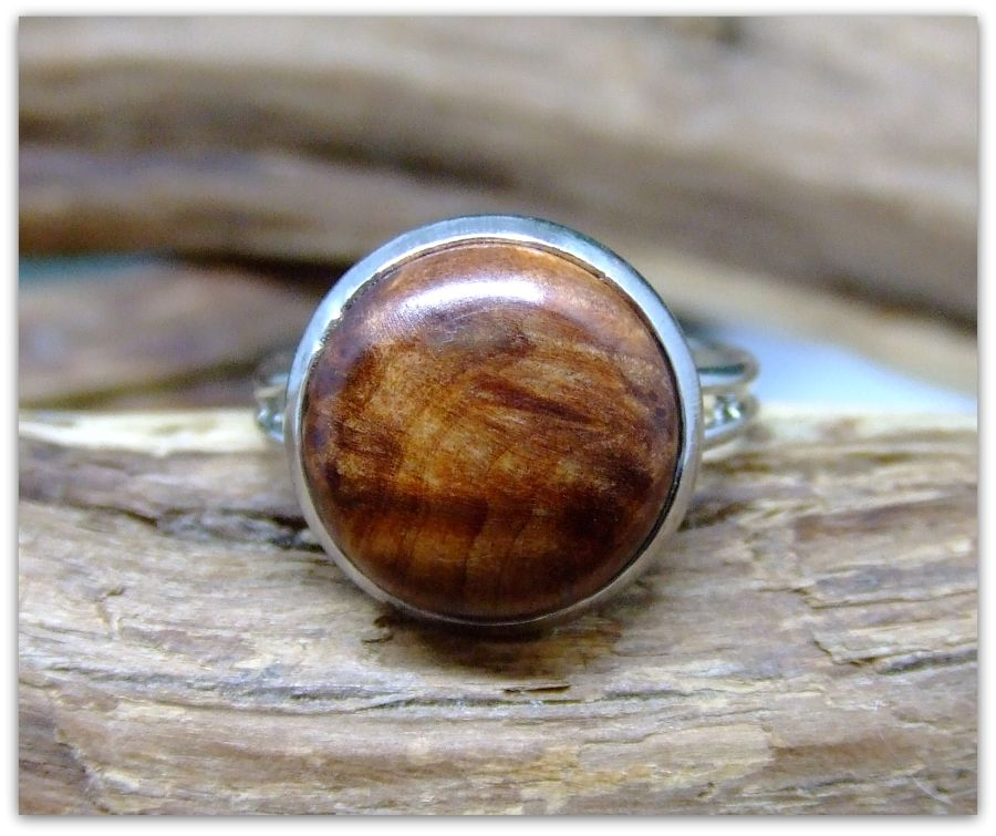 Platinum plated Ring inset with Thuya Burr Wood