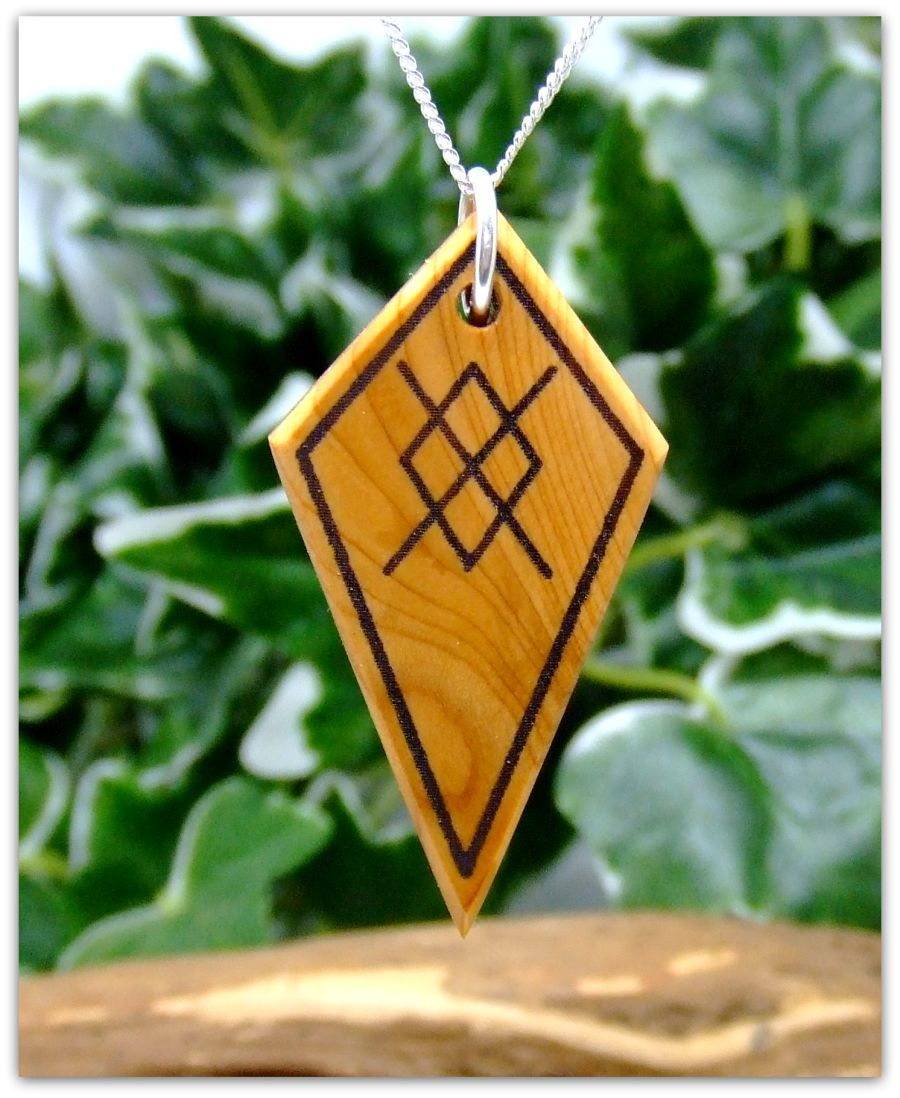 Spear of Odin Arrow head Necklace in English Yew