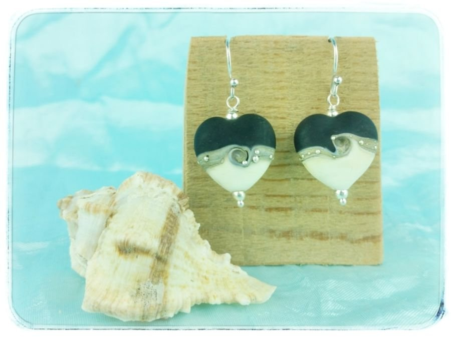 Black Wave Heart Earrings Medium